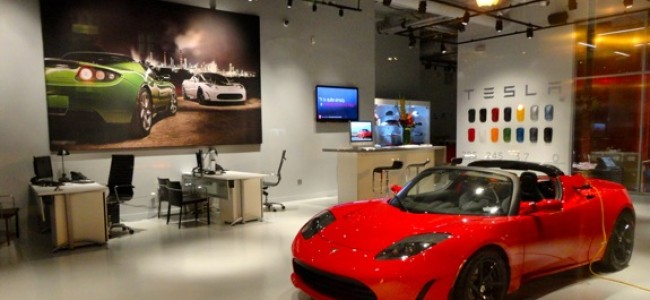 Fast, Sleek and Electric – The Roadster Car from Tesla Motors