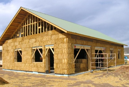 dom ze słomy straw bale