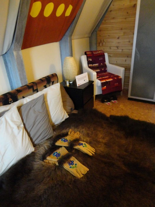 Native Aboriginal Modern Bedroom