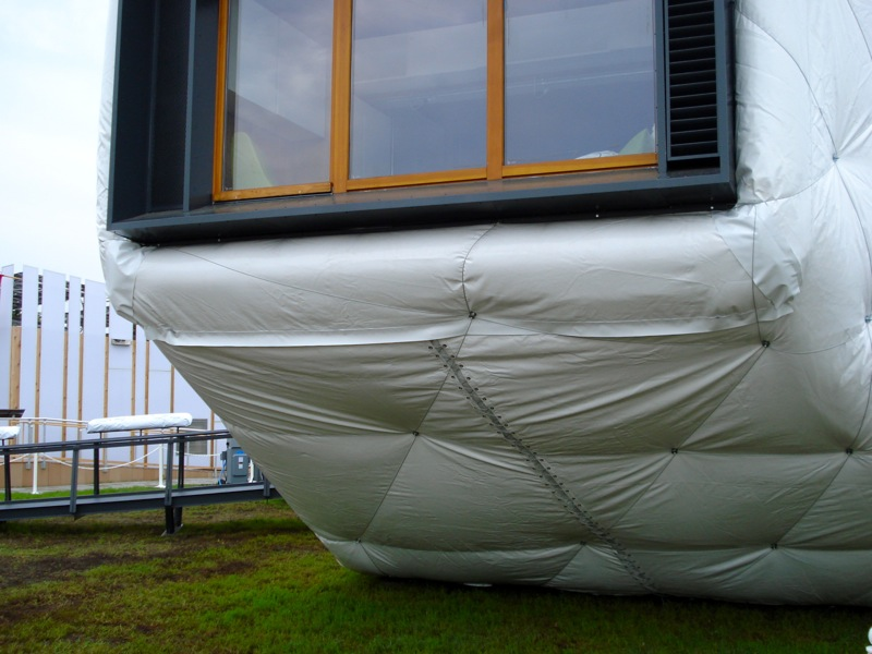 Outer insulated house
